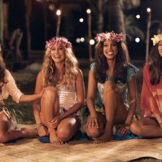 Sports Illustrated Swimsuit models in Air New Zealand safety video.